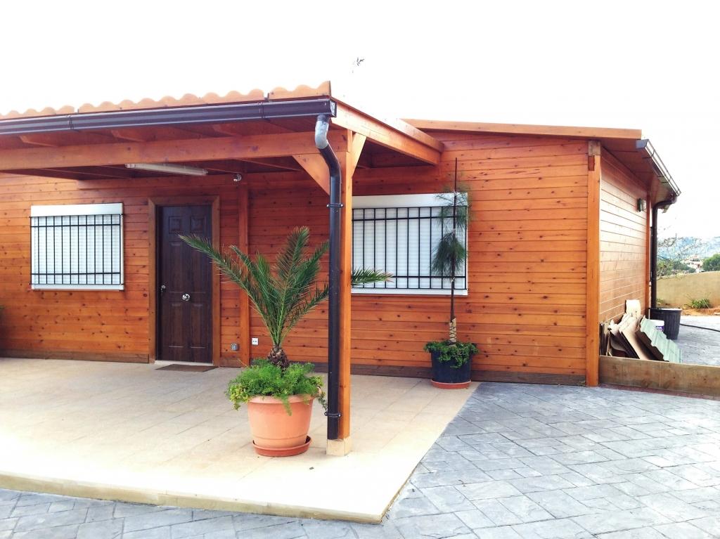 Casas de madera porches jard n - Casa jardin madera ...