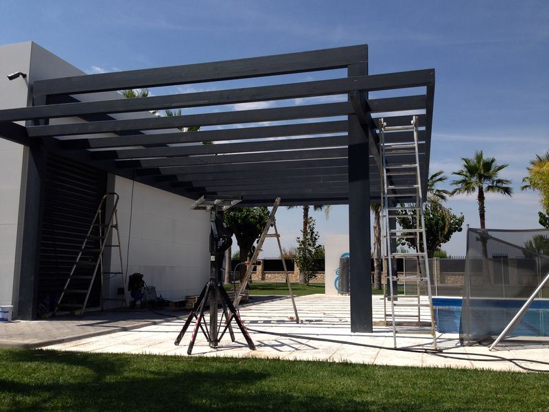 Pergolas de madera porches jard n for Porches de hierro